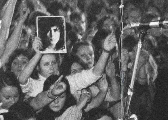 T-Rex-crowd-1972