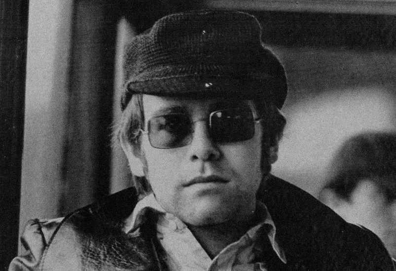 EltonJohn-1971-serious