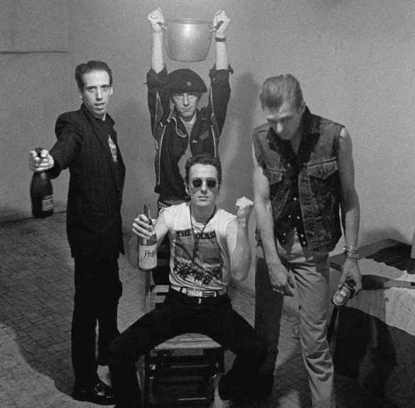 Clash-1980-backstage